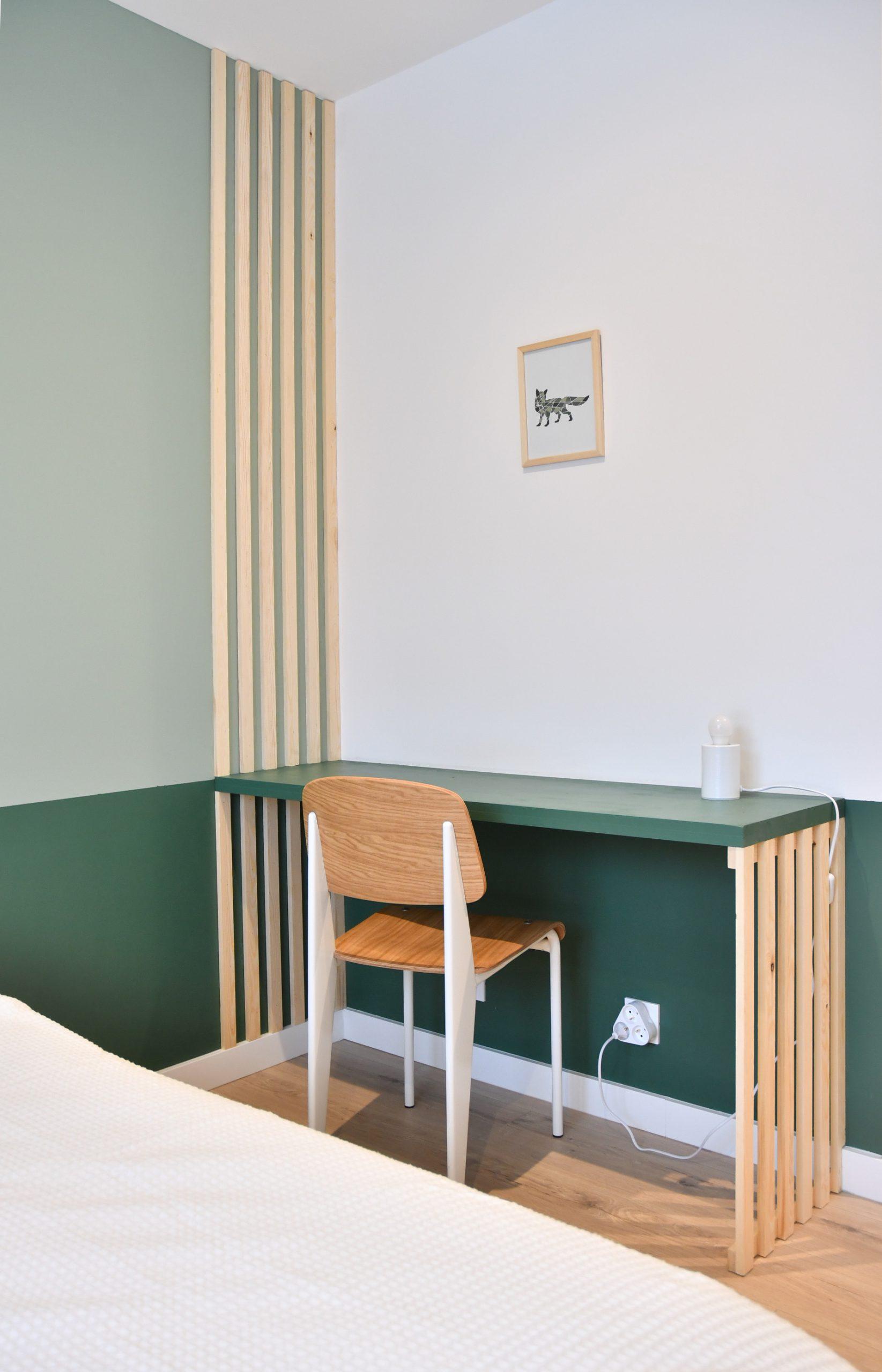 bureau aménagé, tasseaux et soubassement verts