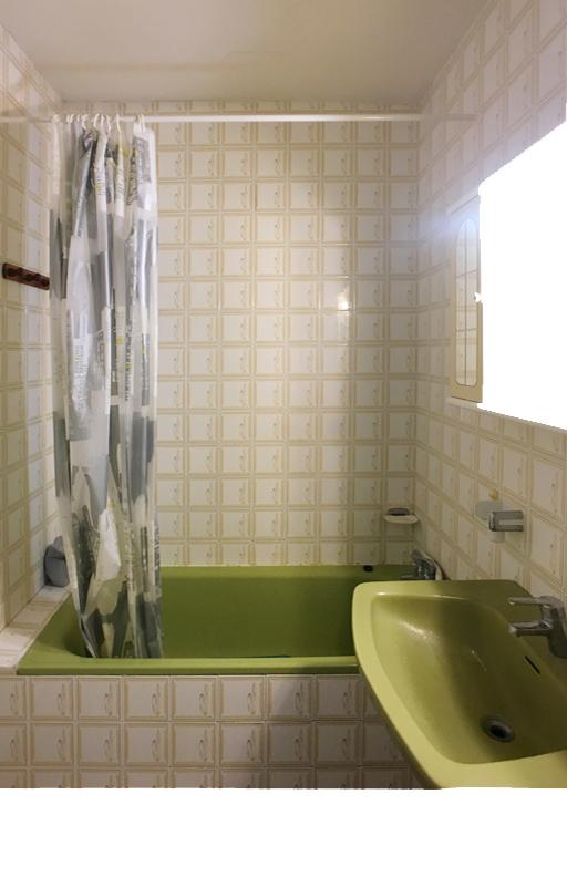 salle de bain avant : carreaux et faience vintage