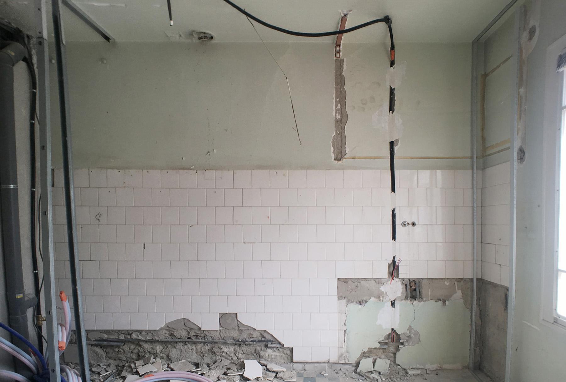 ancienne cuisine démolie pour y faire une nouvelle chambre