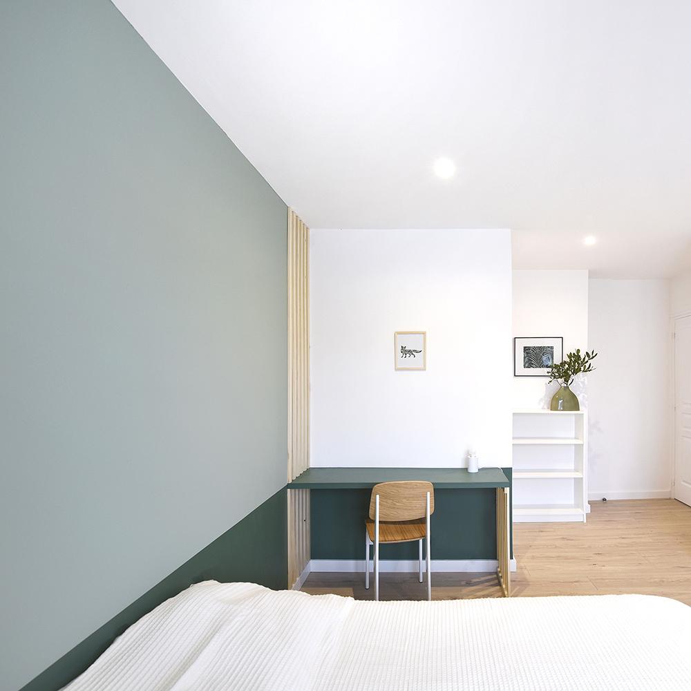 jolie chambre verte avec bureau et sous bassement pour location