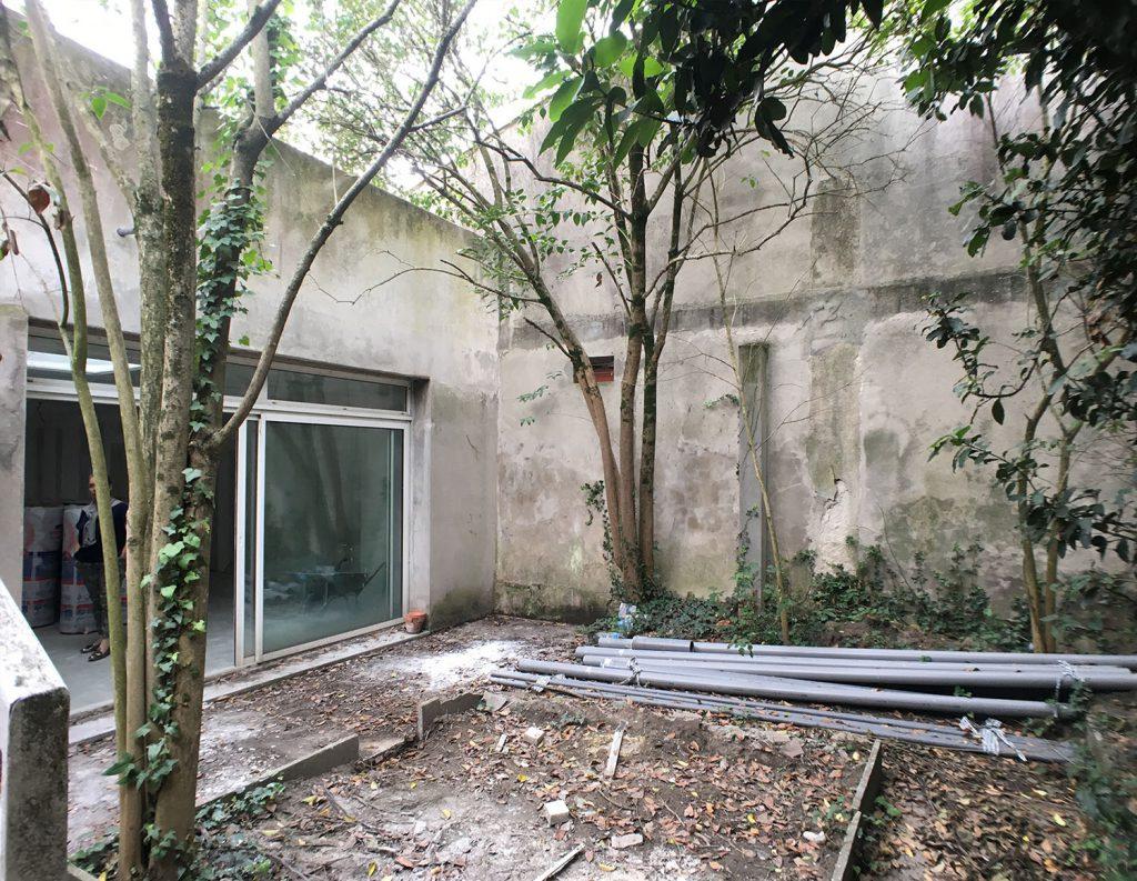jardin abandoné avant travaux