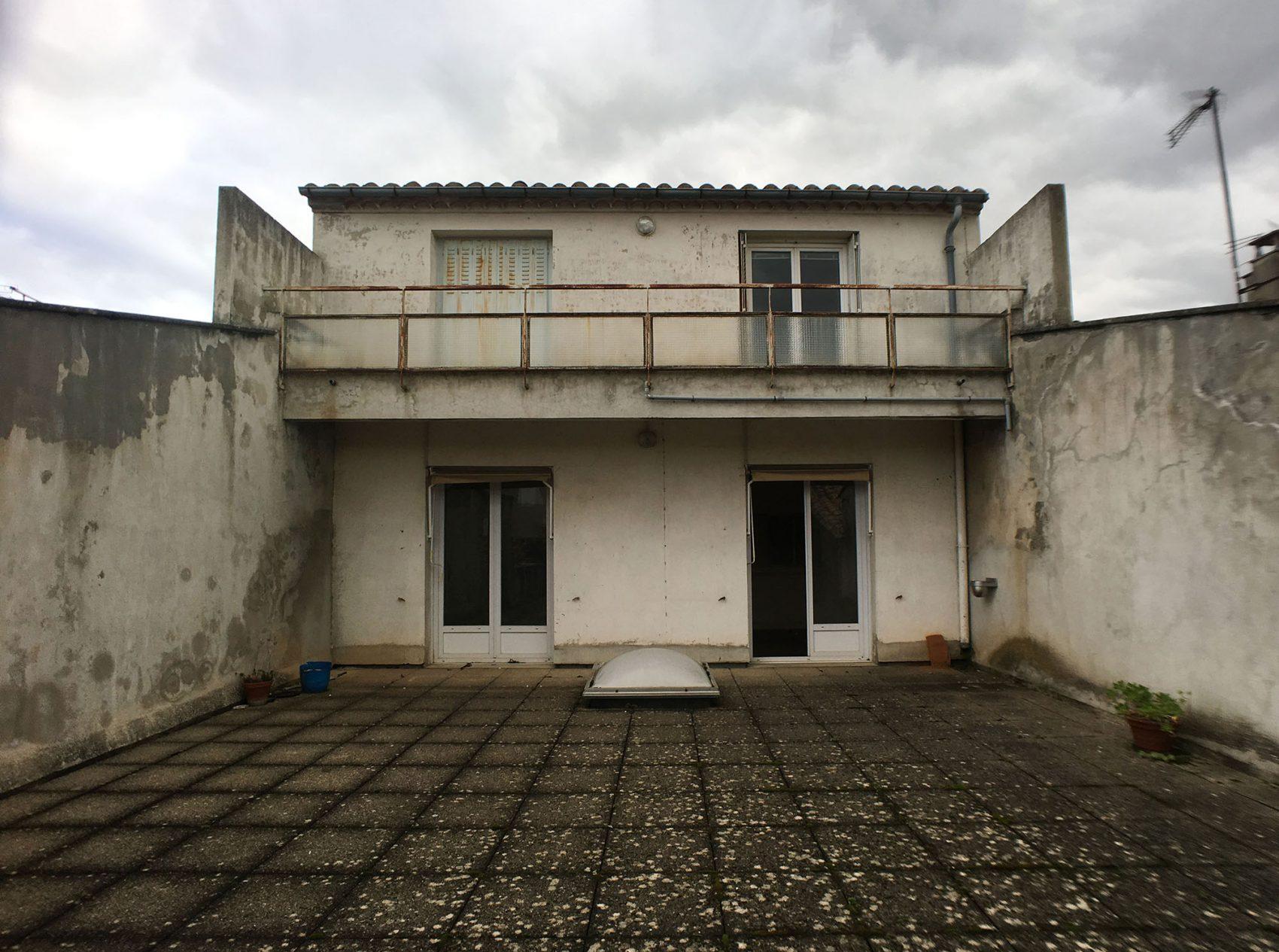 facade et terrasse abimé avant travaux deco archi